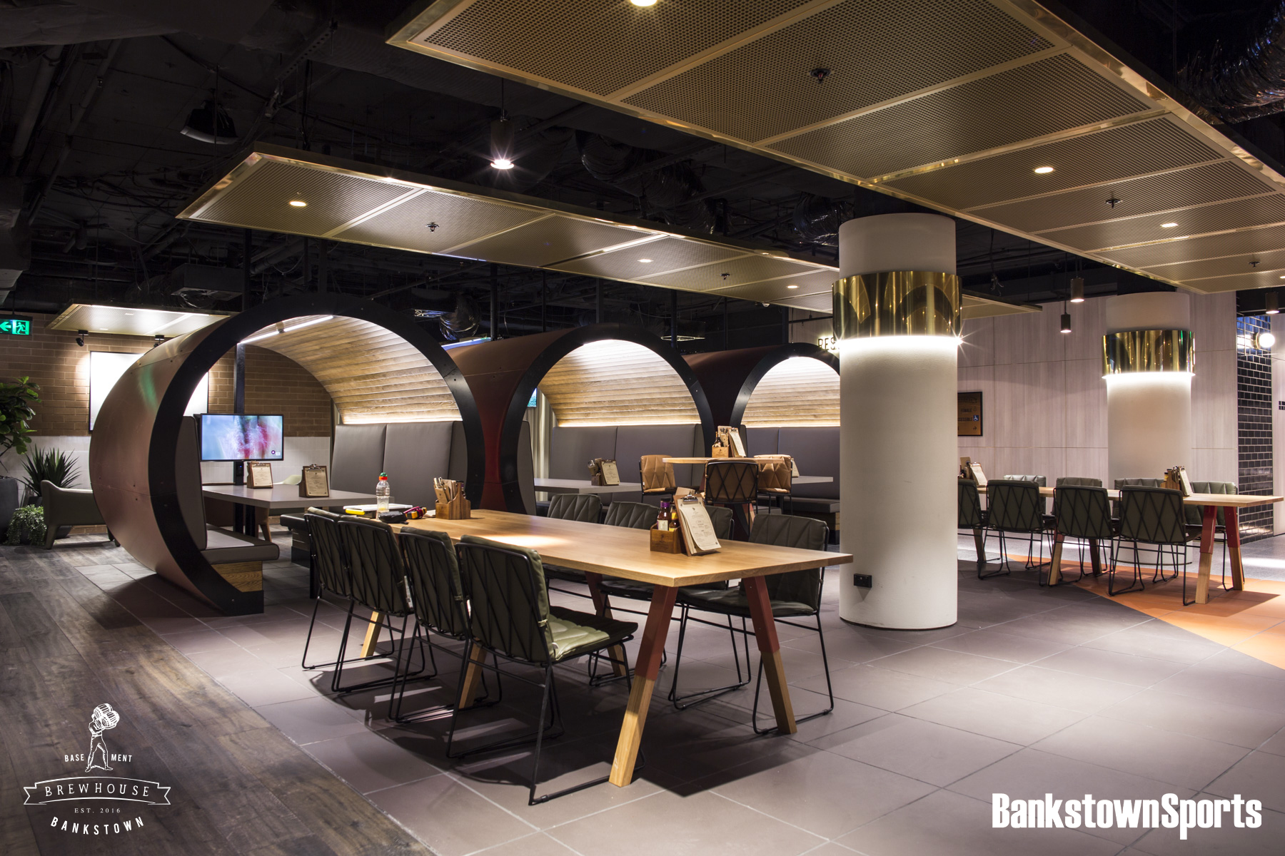 Metal interiors in restaurants - top designs chosen by Arrow Metal