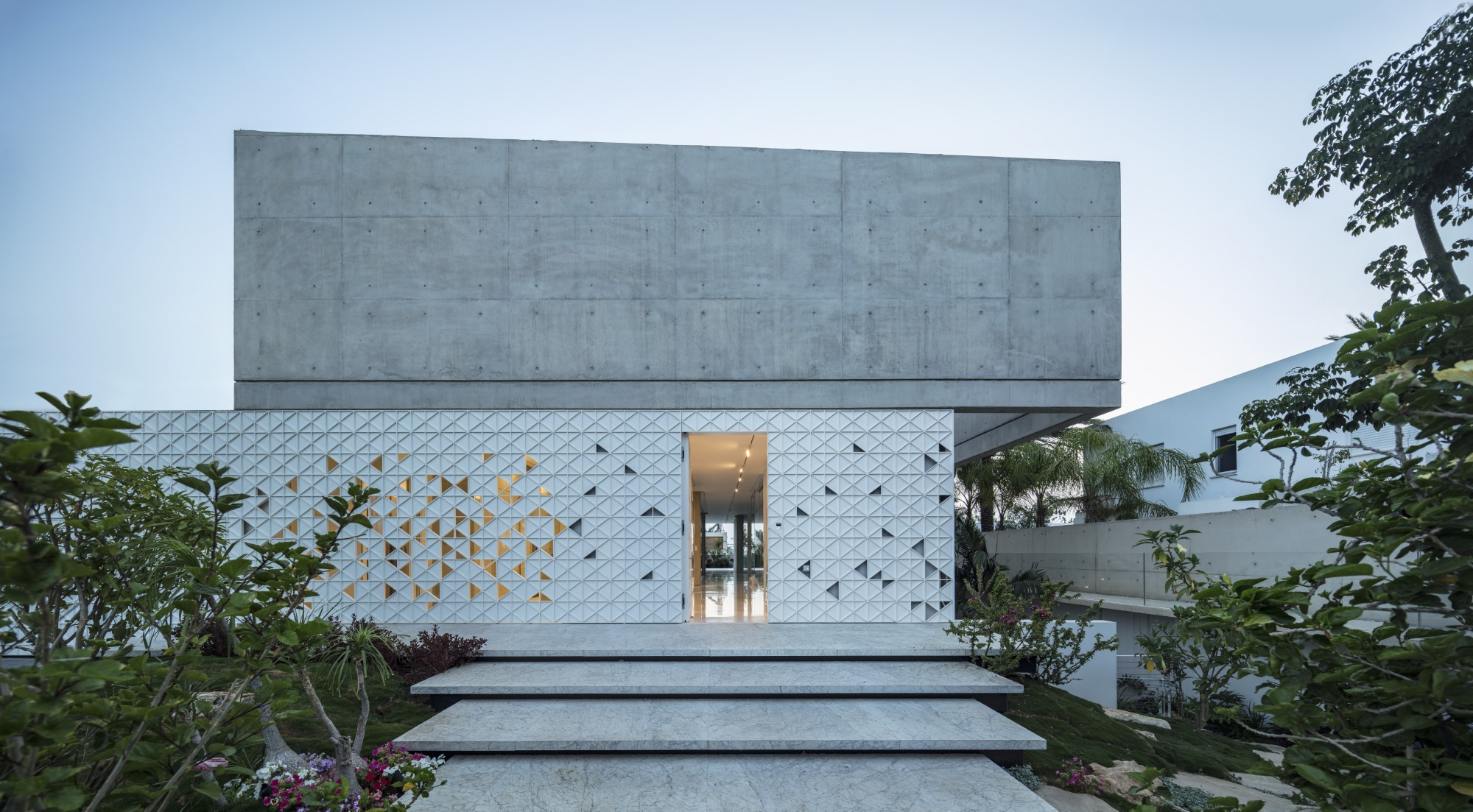 Triangle perforated metal - Pitsou Kidem's D3 House