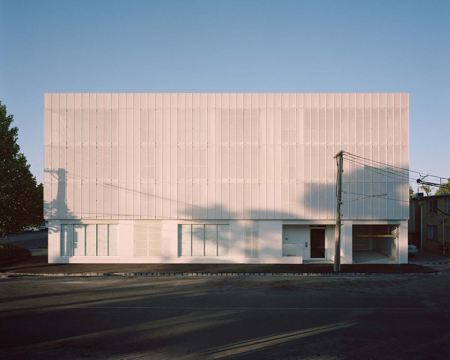 NEW WAYS TO USE ARCHITECTURAL MESH - building facade and shutter