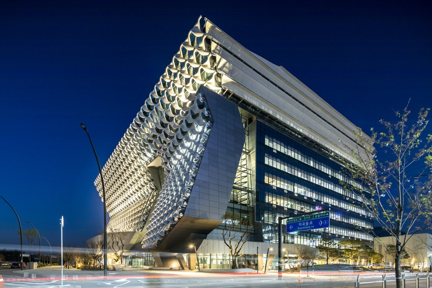 Creative facades -Kolon One and Only Tower, Korea, by Morphosis